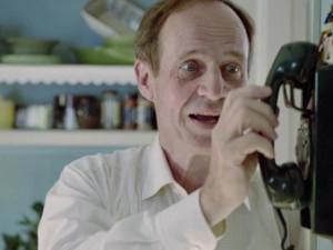 Sten Elfström, que encarna al apocado y dócil Lennart Sollberg, uno de varios nombres a descubrir en esta serie. (Imagen: Sveriges Television)