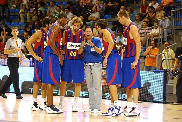Xavi Pascual dando indicaciones al equipo. Foto: Laia (CC)