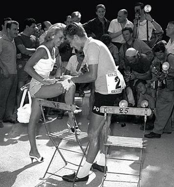 Jacques Anquetil disfrutando los parabienes de la fama (foto: DP)