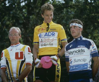 Un podio legendario. De izquierda a derecha: Laurent Fignon, Greg LeMond y Pedro Delgado (foto: Corbis)