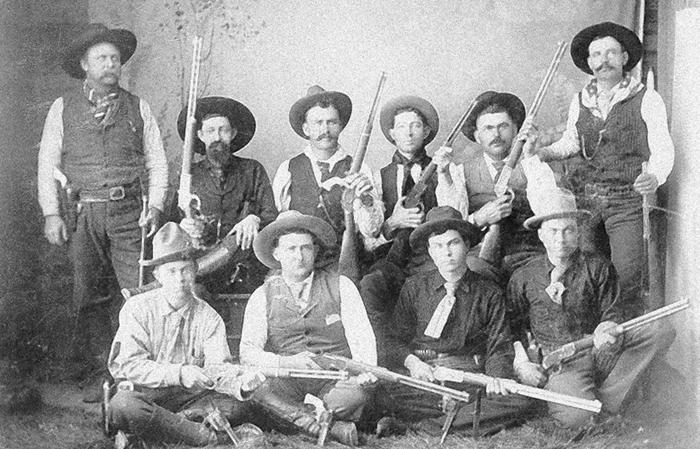 Un grupo de Rangers tejanos, mostrando las armas y vestimentas características de la época de Billy el Niño (foto: DP)