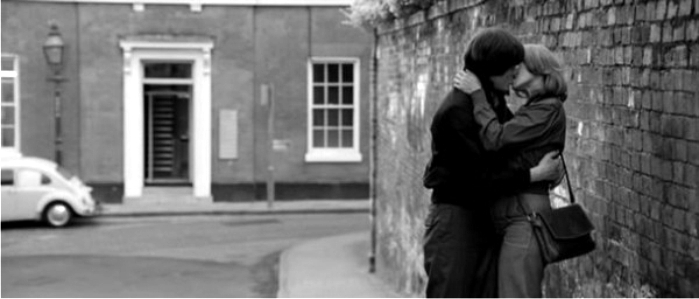 Escena del biopic Closer. Imagen: Momentum Pictures / Warner Music.