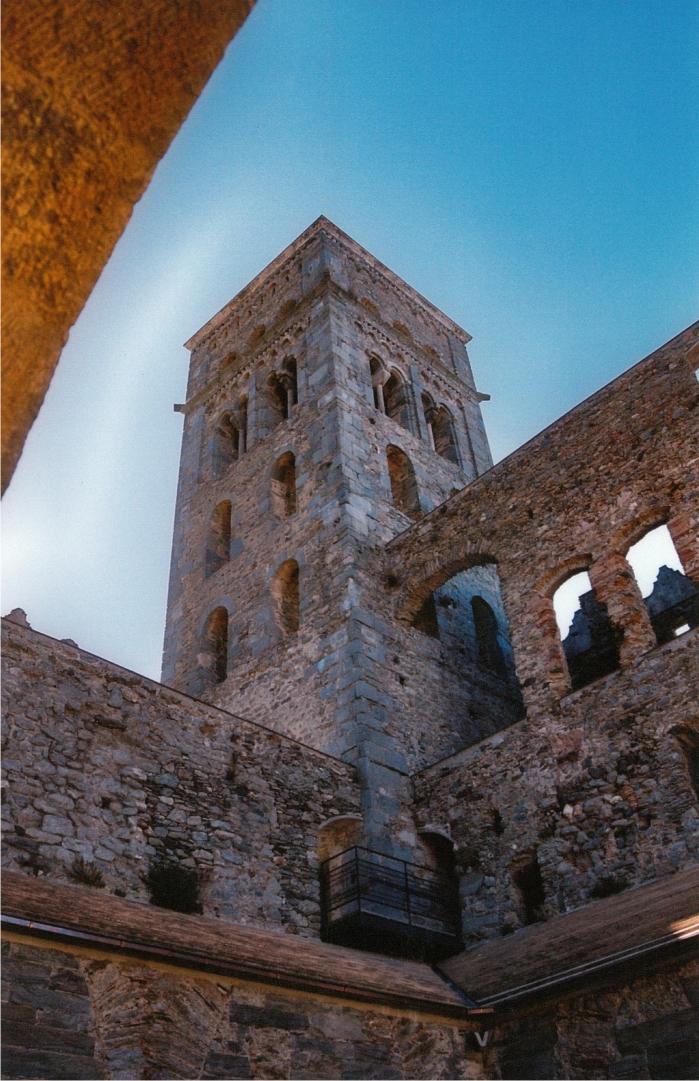 Una de las torres de San Pere de Rodes.