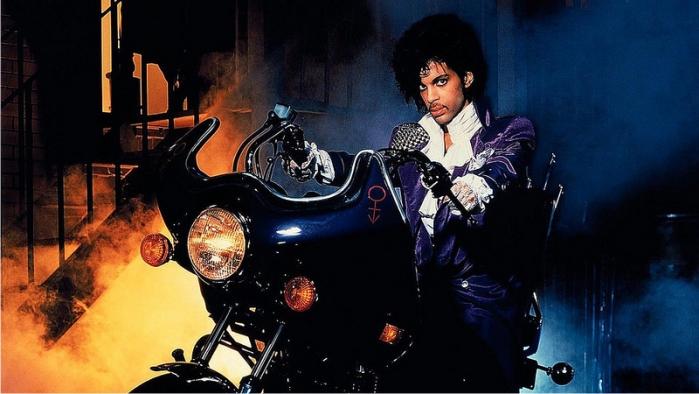 Prince en la película Purple Rain. Imagen: Warner Bros.