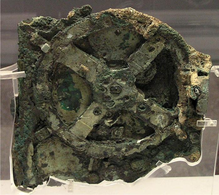 Fragmento principal de la máquina de Anticitera. Foto Museo Arqueológico de Atenas (DP)