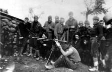 George Orwell, Eileen O'Shaughnessy y miembros de la unidad del Partido Laborista Independiente en el frente de Aragón durante la Guerra Civil española. Foto: DP.