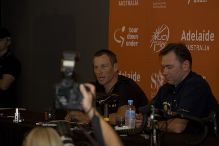 Lance Armstrong en una rueda de prensa. Foto: Paul Coster (CC)