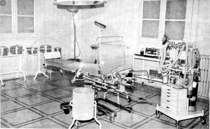 Quirófano del Hospital Penitenciario de Madrid (1956). Fotografía: Real Academia Nacional de Medicina.