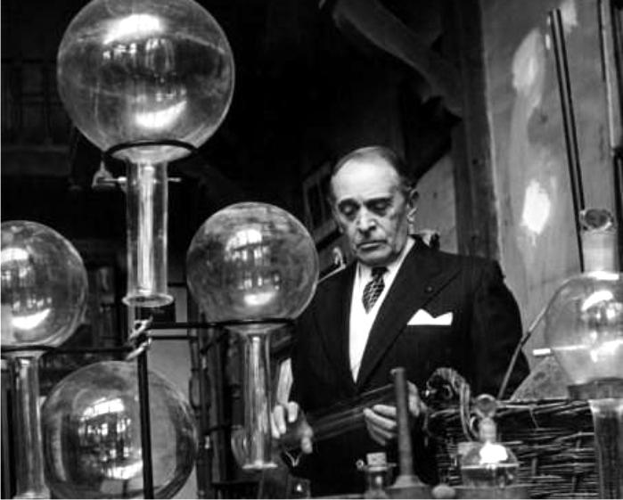 Serge Voronoff en su laboratorio haciendo cositas científicas. Foto: DP.