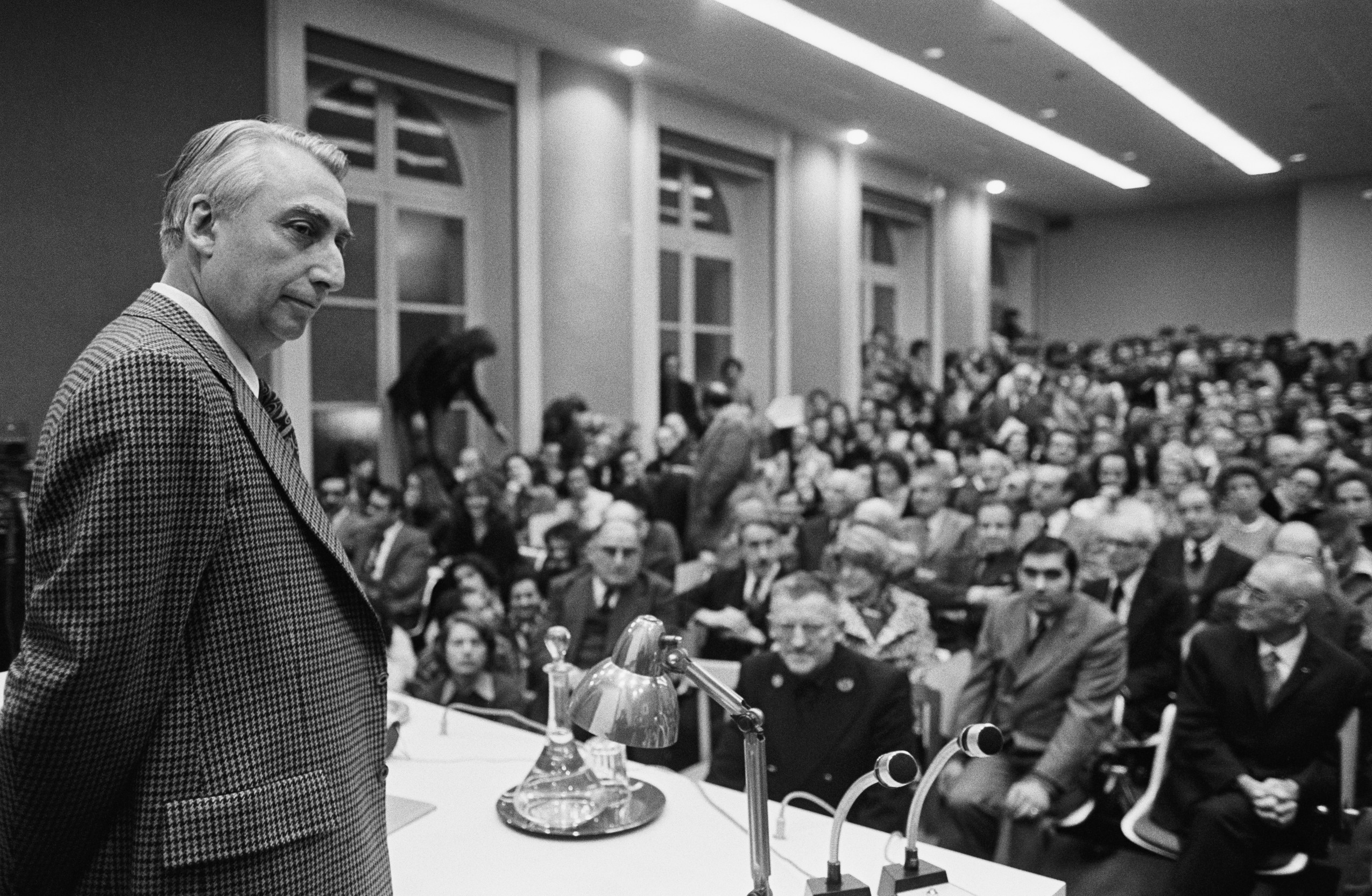 07 Jan 1977, Paris, France --- Roland Barthes, writer, critic and teacher, delivers a speech for his appointment as a professor at the College de France. --- Image by © Jacques Pavlovsky/Sygma/CORBIS