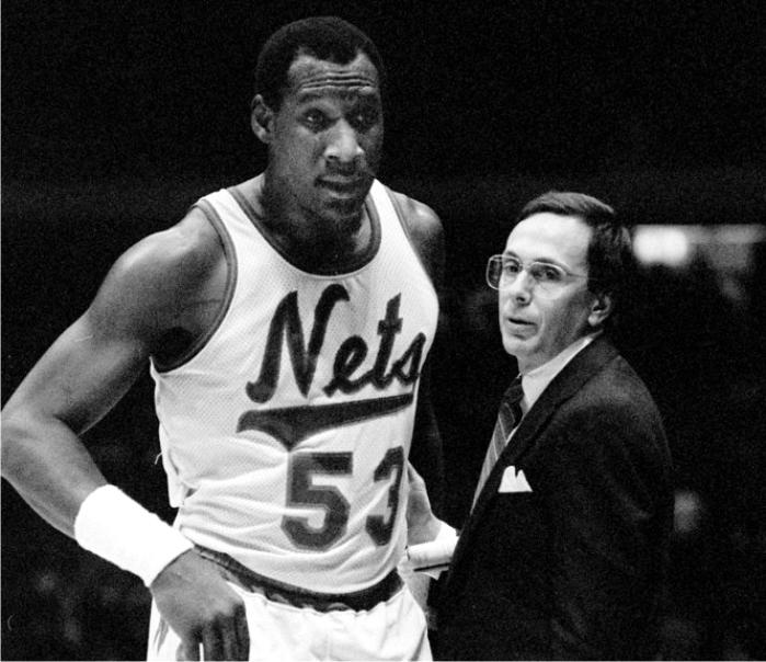 Darryl Dawkins y Larry Brown. Foto: cortesía de NBA.