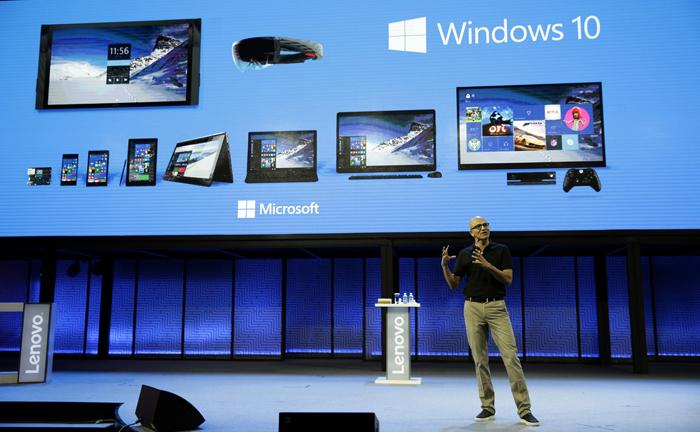 Satya Nadella shablando sobre el Windows 10 (foto: Corbis)