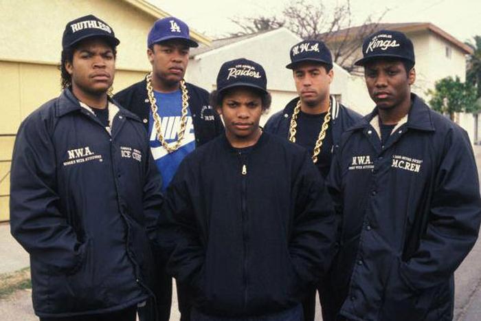 Los nombres de la leyenda, De izquierda a derecha; Ice Cube, Dr. Dre, Eazy-E, DJ Yella, MC Ren. (imagen: Ruthless Records)