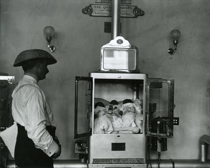 Incubadora de bebés en Coney Island. Fotografía: New-York Historical Society (CC)