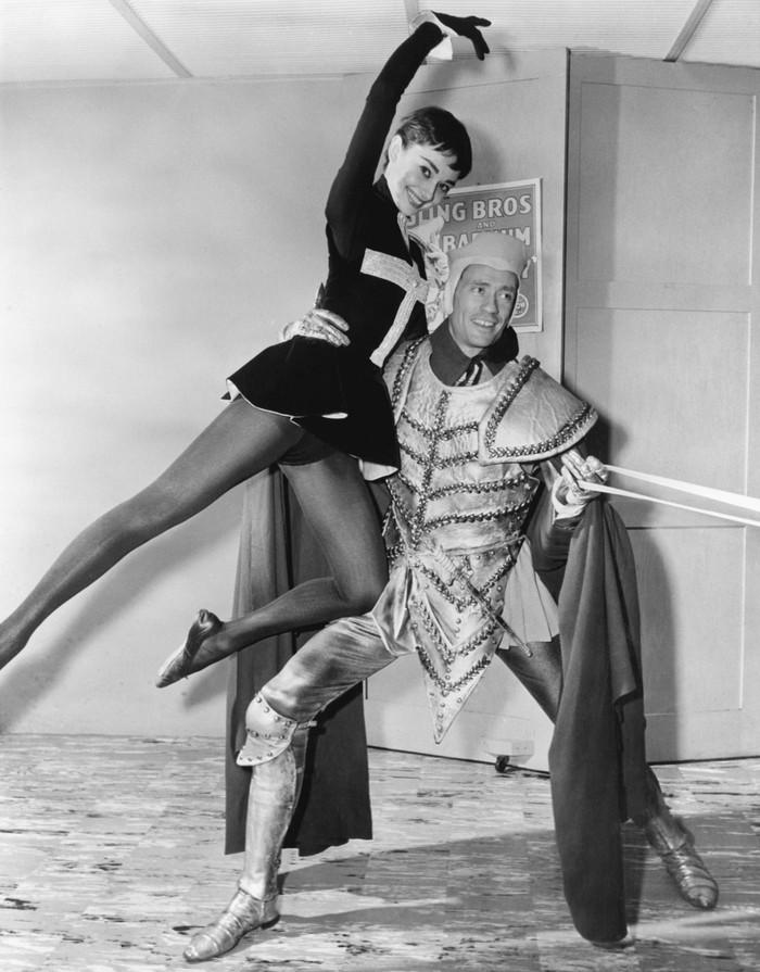Audrey Hepburn y Mel Ferrer, antes de salir al escenario para interpretar Ondina (1954) Fotografía: Corbis