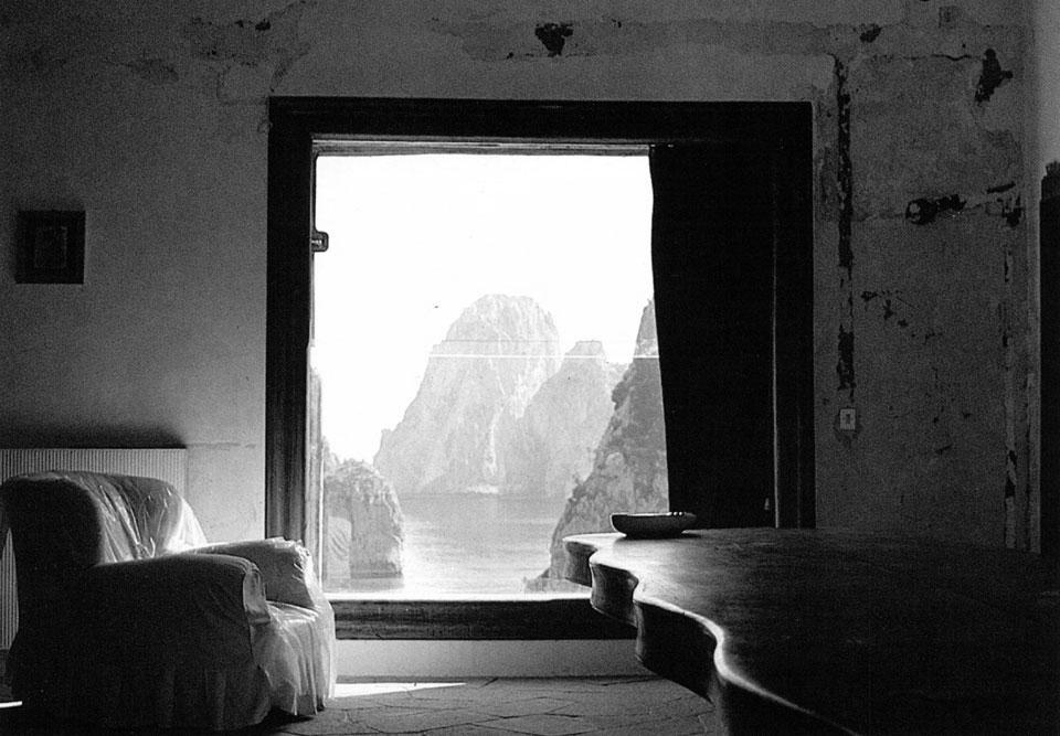 Ventana hacia los farallones. Imagen: Domus 605 / Abril 1980