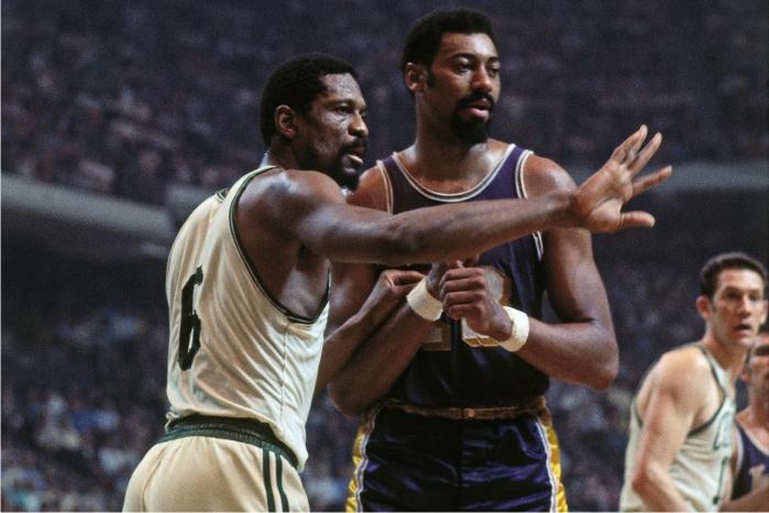 Bill Russell y Wilt Chamberlain. Foto cortesía de NBA.