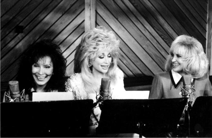Loretta Lynnn, Dolly Parton y Tammy Wynette. Imagen: Columbia Records.