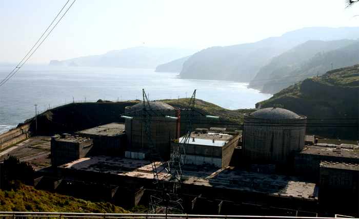 La central nuclear de Lemóniz abandonada sin finalizar las obras. Foto: UKBERRI.NET (CC)