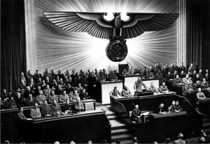 Hitler da un discurso en la Ópera Kroll. Foto: DP.