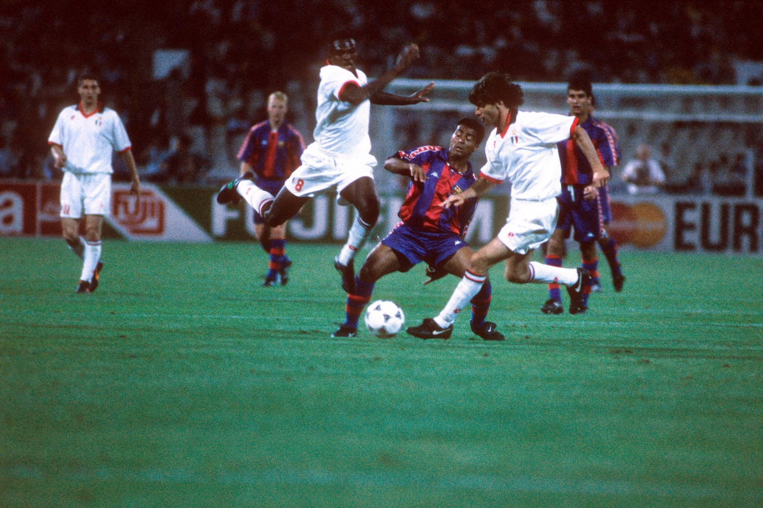 Bildnummer: 05671956 Datum: 18.05.1994 Copyright: imago/Sven Simon Romario (FC Barcelona, Mitte) vs Marcel Desailly (li.) und Paolo Maldini (beide AC Milan); Vdia quer Aufmacher Champions League 1993/1994 Finale Athen Fußball EC 1 Herren Mannschaft Gruppenbild Aktion Personen Image number 05671956 date 18 05 1994 Copyright imago Sven Simon Romario FC Barcelona centre vs Marcel Desailly left and Paolo Maldini both AC Milan Vdia horizontal Highlight Champions League 1993 1994 Final Athens Football EC 1 men Team Group photo Action shot Human Beings
