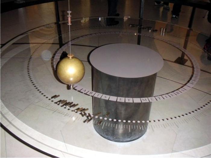 Péndulo de Foucault en el Musée des arts et métiers de Paris. Foto: Wikicommons.