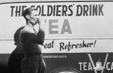 Soldado británico retratado por Cecil Beaton en 1944 para el Ministerio de Información. Fotografía: IWM (CC)