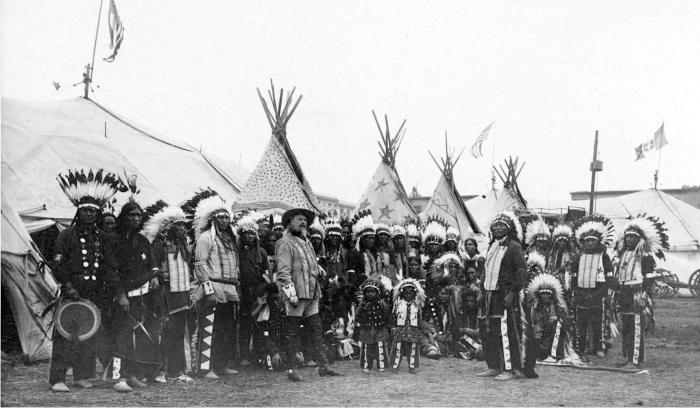 Buffalo Bill con los indios del Wild West Show. Foto: DP.