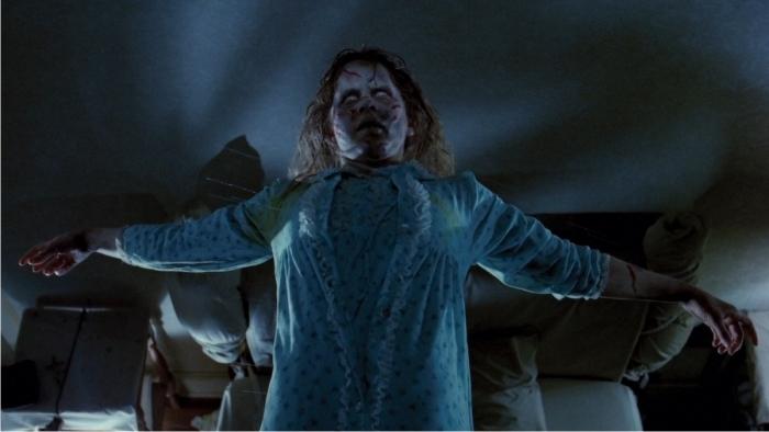 Escena de El exorcista. Imagen: Warner Bros. Pictures.