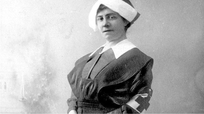 Sofía Casanova en 1916, vestida de enfermera de la Cruz Roja. Foto: DP.