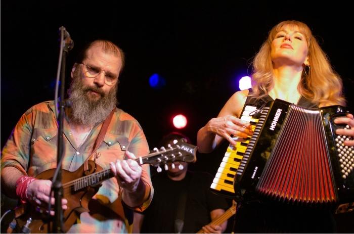 Steve Earle y Allison Moorer. Foto: S. D. Dirk (CC)