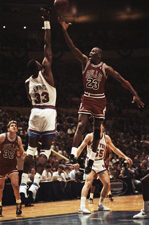 Michael Jordan y Pat Ewing. Foto: Corbis