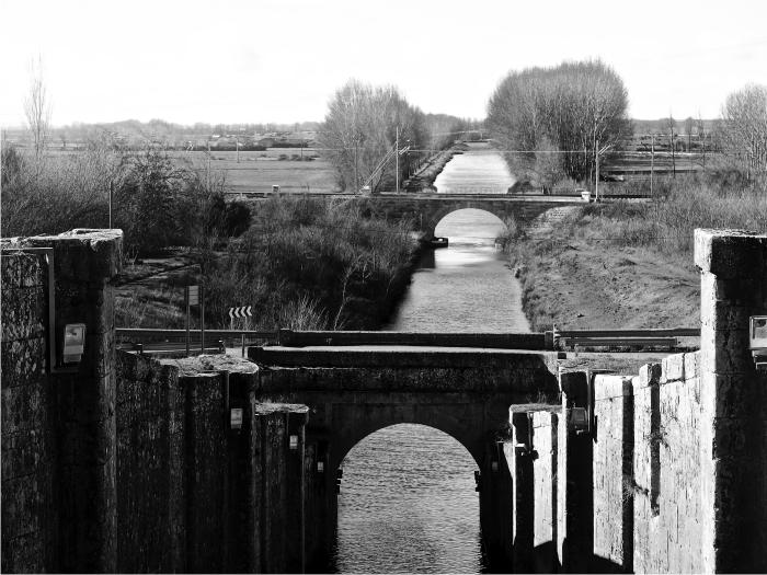 Canal de Castilla a su paso por Frómista.