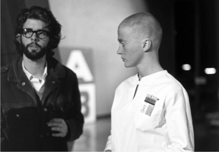 George Lucas con Maggie McOmie en el rodaje de THX1138.