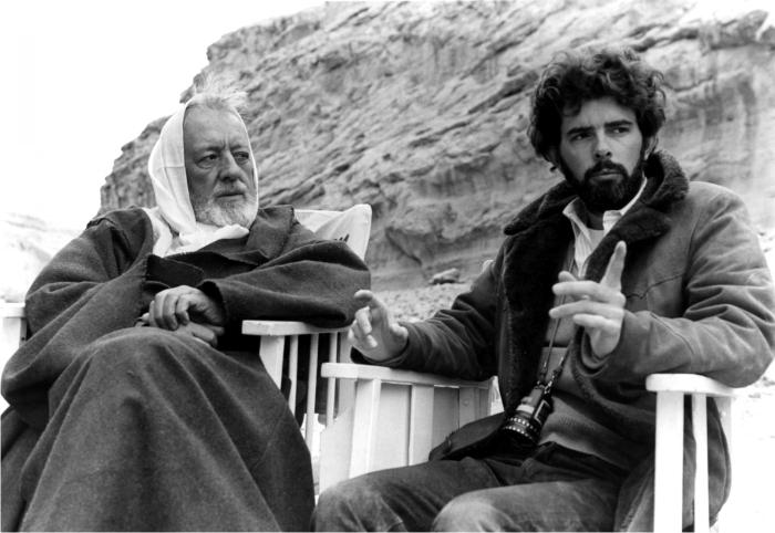 Alec Guinness y George Lucas en el rodaje de La guerra de las galaxias. Foto: Corbis.