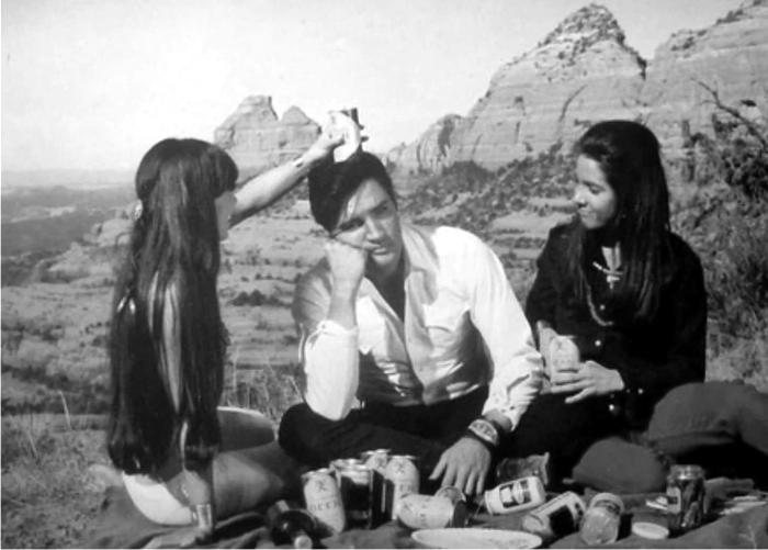 Escena de Stay away, Joe. Imagen: MGM.