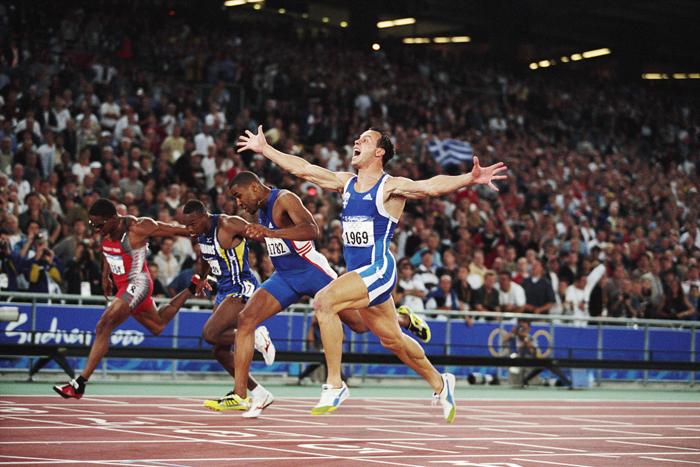 Konstantinos Kenteris ganando la medalla de oro en los Juegos de Sídney 2000. Foto: Corbis