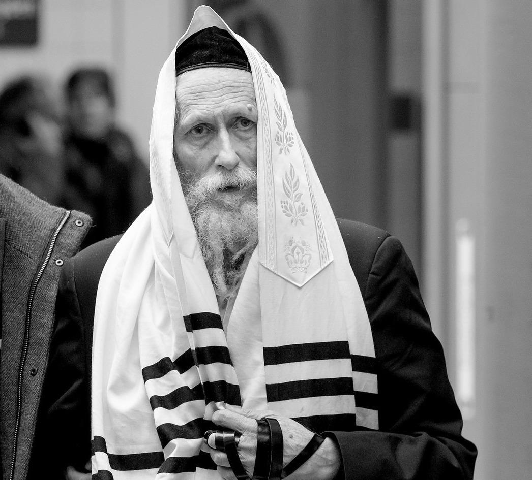 Eliezer Berland a su entrada al juzgado en Ámsterdam en 2014. Fotografía cortesía de Swen.