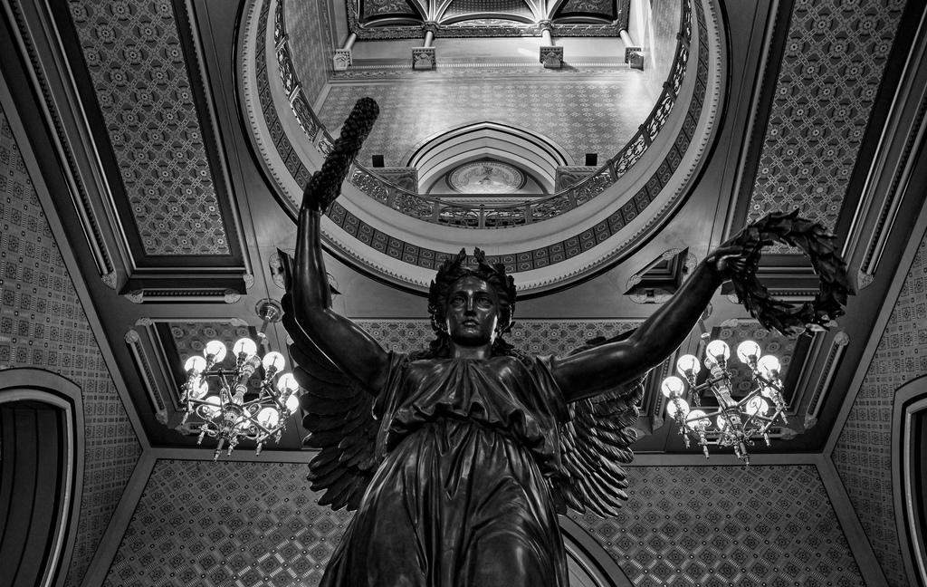 Estatua situada en el Capitolio de Connecticut: The Genius of Connecticut, de Randolph Rogers, 1878. Fotografía: Photo Phiend (CC).
