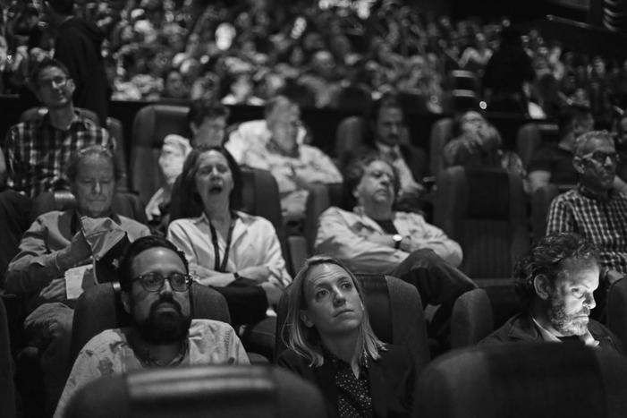A la espera de hologramas bidimensionales en los Cines Regal de Battery Park.