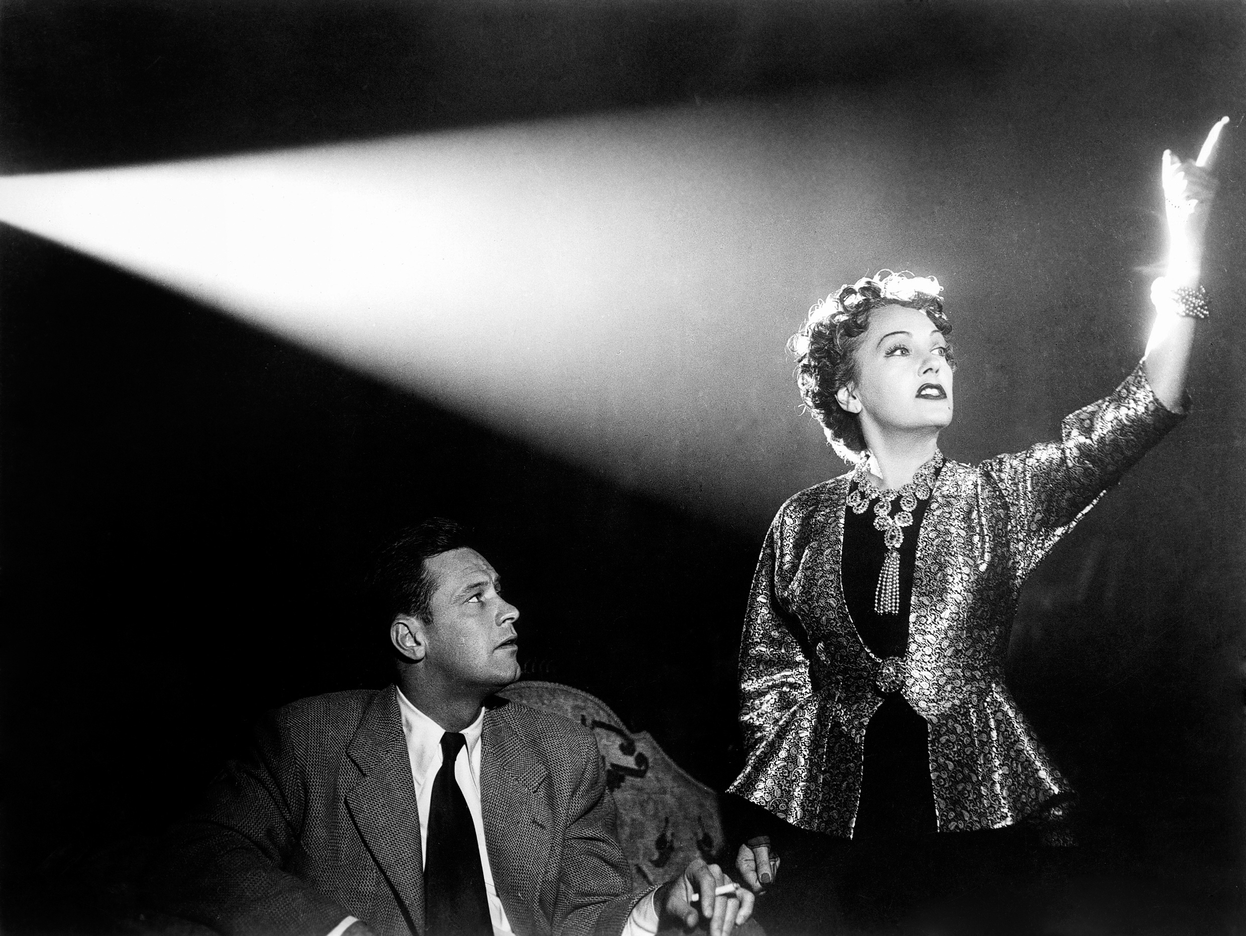 Sunset Blvd. (1950) aka Sunset Boulevard Directed by Billy Wilder Shown from left: William Holden, Gloria Swanson