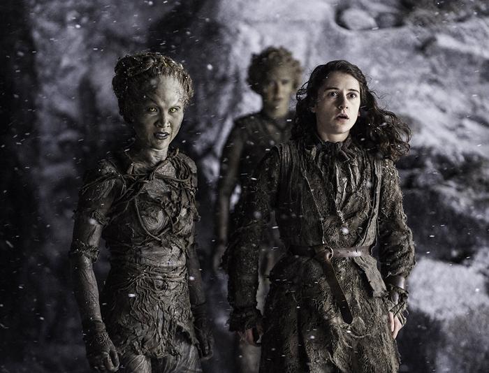 Cuando eres la única que no tiene poderes y se te queda la cara que se te queda. Fotografía: HBO.