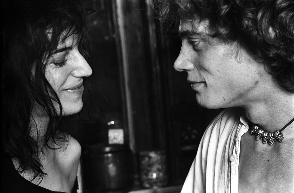 Patti Smith y Robert Mapplethorpe, 1969. Fotografía cortesía de barnebys.