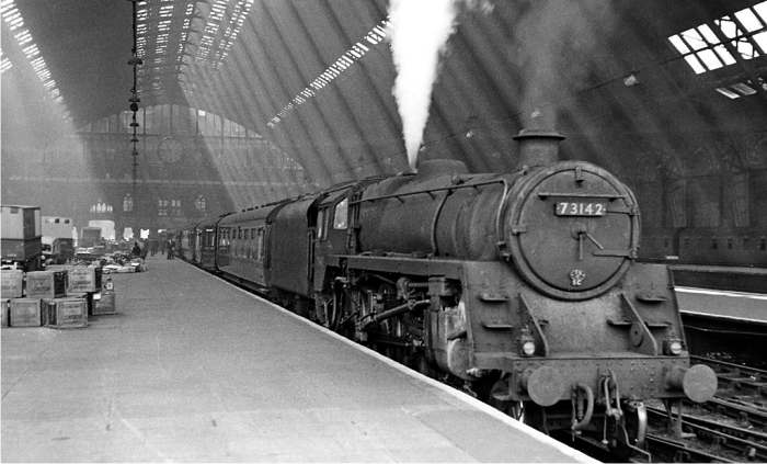 El expreso de Leicester esperando para salir en la estación de St. Pancras en 1957. Fotografía: Ben Brooksbank (CC)