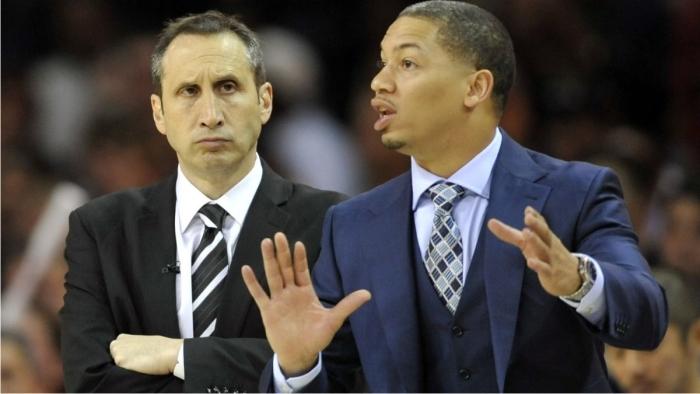 David Blatt y Tyronn Lue. Foto cortesía de NBA.