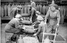 Munitionettes trabajando en ela fábrica de Chilwell. Foto cortesía del Imperial War Museum.