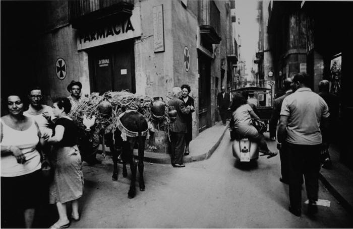 Calle d´Escudellers. Barcelona, 1962. Cortesía de herederas de Xavier Miserachs.