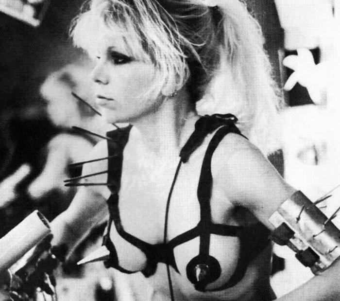 Wendy O. Williams de The Plasmatics. Ella sabía cómo montar una fiesta tirando de motosierra. Fotografía: Passport Records.