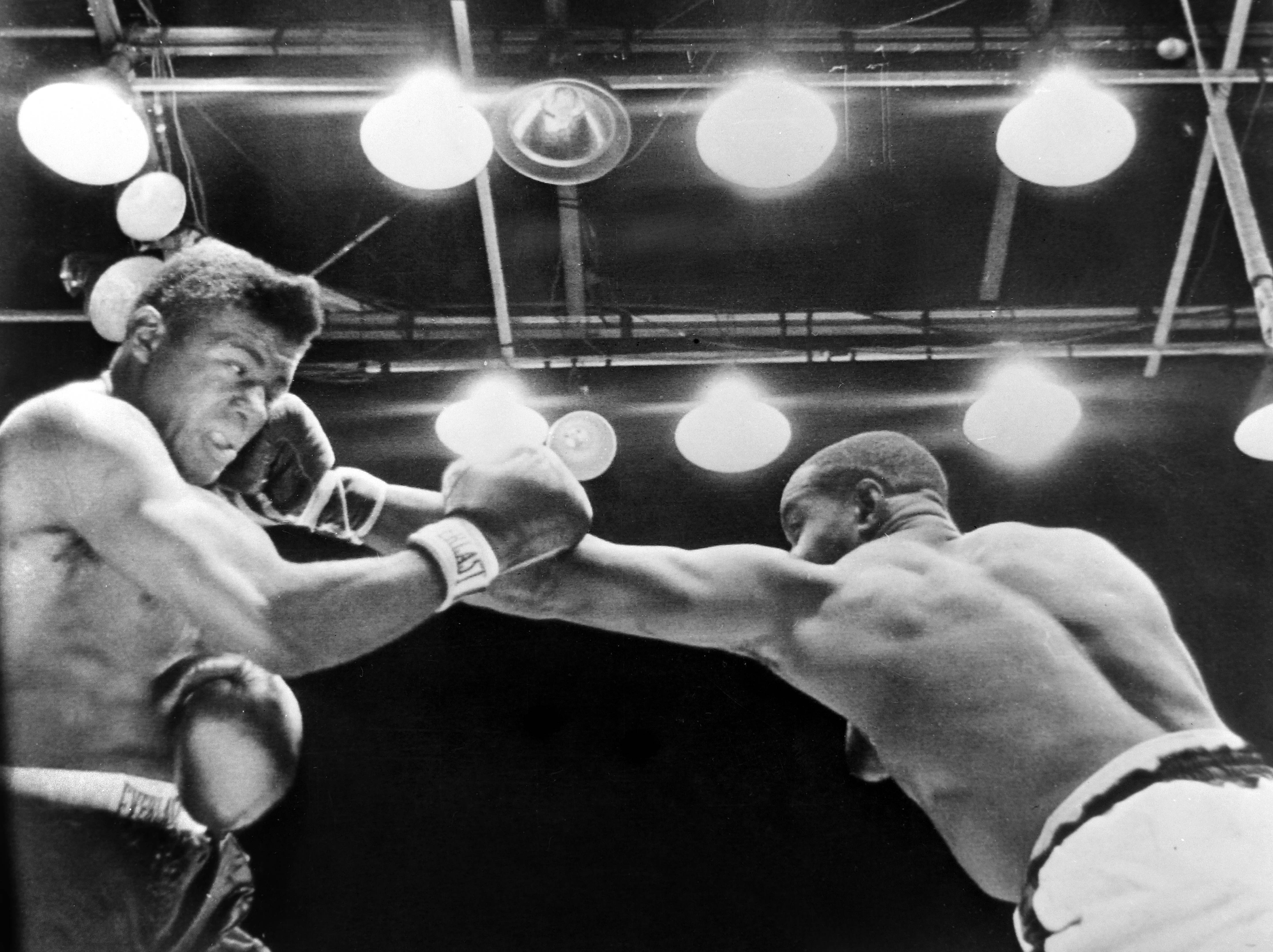 26 SEPTEMBER 1962 SONNY LISTON KNOCKS OUT WORLD HEAVYWEIGHT TITLE HOLDER FLOYD PATTERSON IN 2 MINUTES AND 6 SECONDS TO BECOME THE NEW CHAMPION. COMISKEY PARK, CHICAGO, ILLINOIS, USA.