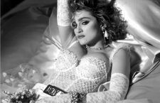 Madonna like a virgin. Imagen: Warner Bros.